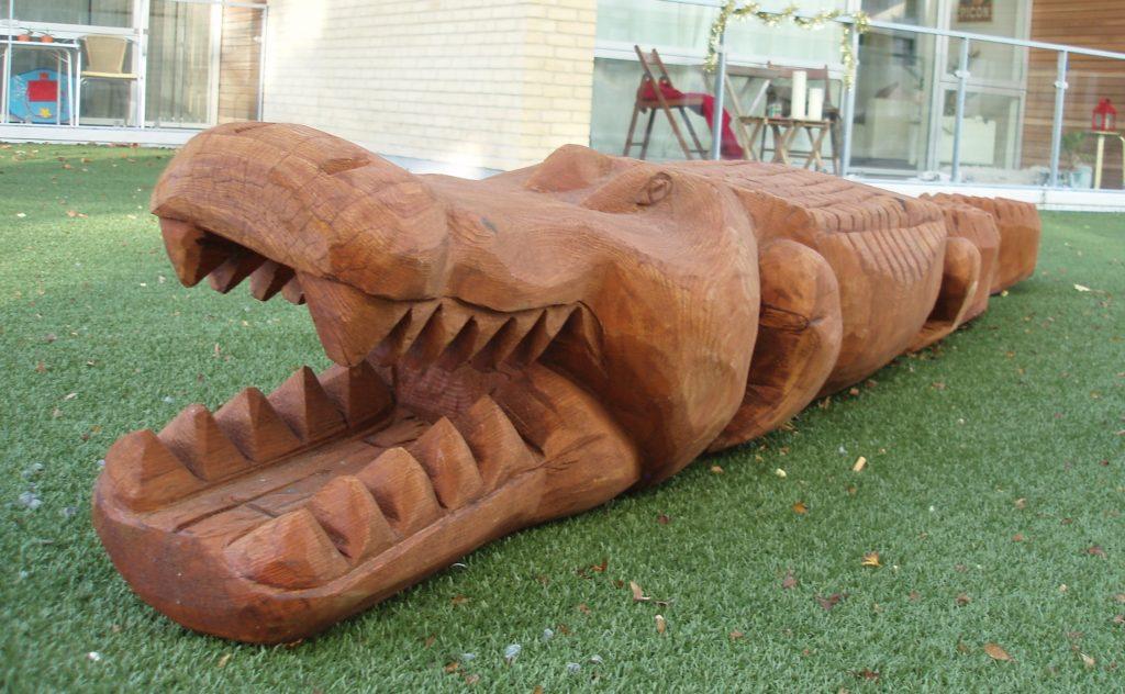 Sculpture en bois de robinier : Crocodile