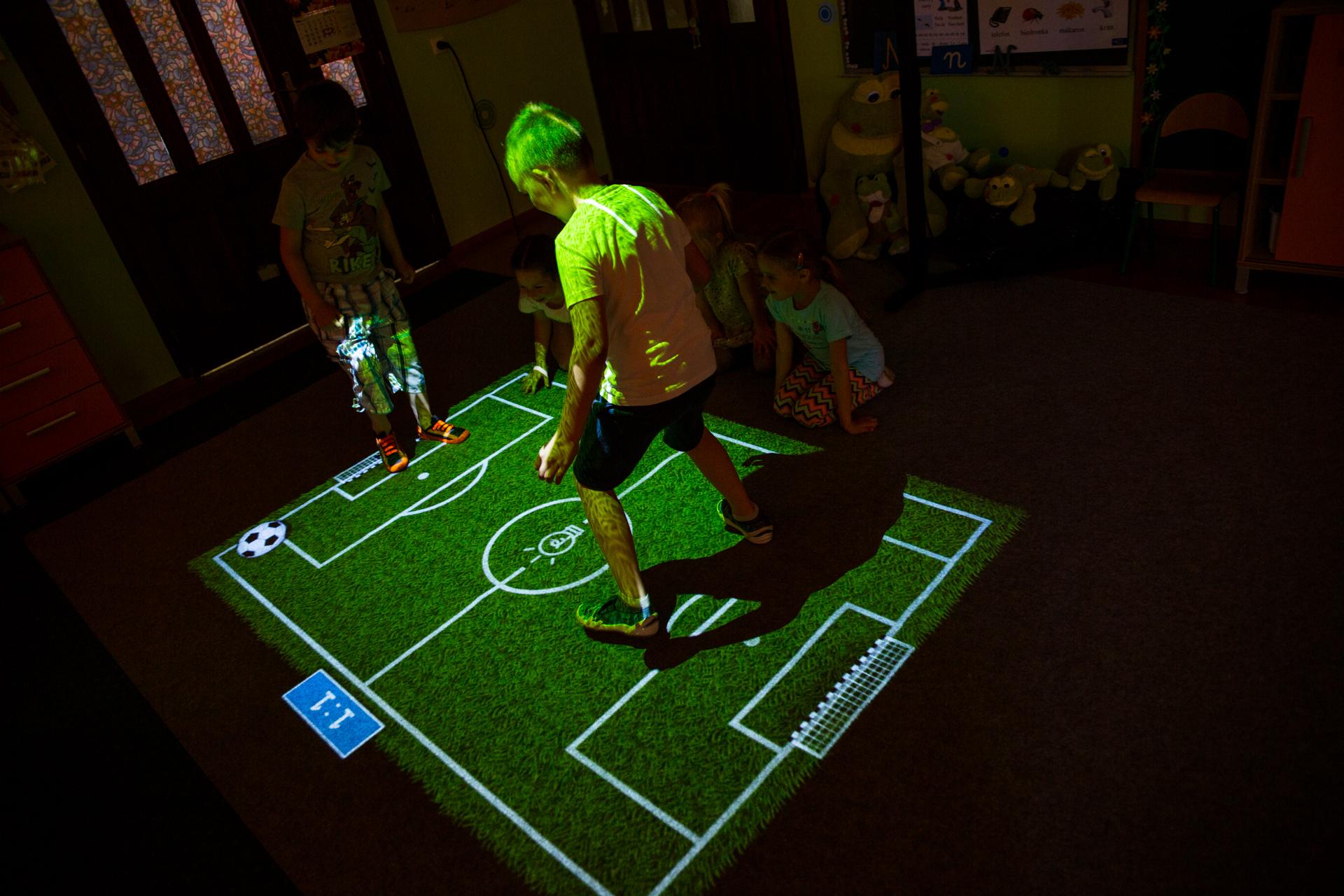 Jeu de football Lactell Media, un jeu vidéo sur projecteur