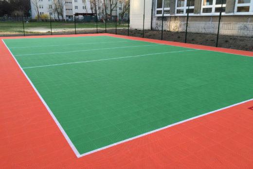 Terrain sportif en revêtement de sol modulaire