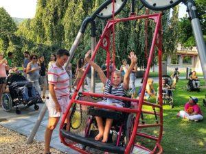 Balançoire pour chaise roulante