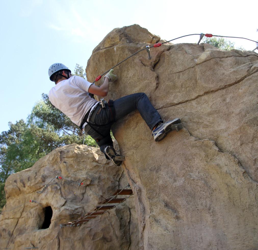 Escalade sur structure rocheuse